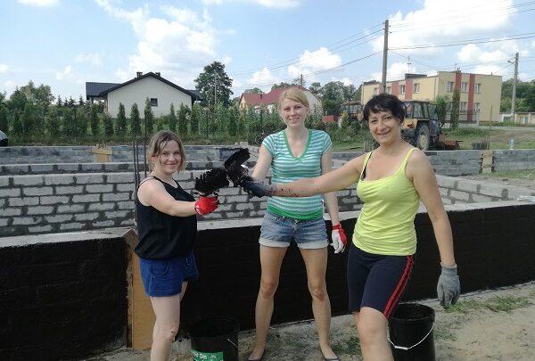 Świetlica rośnie – mieszkańcy pomagają